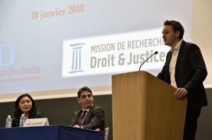 Robin Médard-Inghilterra-Doctorant en droit-Université Paris Ouest Nanterre-La Défense « L'inégale multiplication des critères de discrimination : conséquences et modalités d'harmonisation éventuelle »