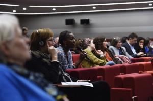 Iyiola Solanke-Professeure de droit-University of Leeds (au centre, avec le micro). Intervention sur « Le principe de non-stigmatisation : mettre l'intersectionnalité au cœur de la théorie du droit de la non-discrimination » (le vendredi 19 janvier)