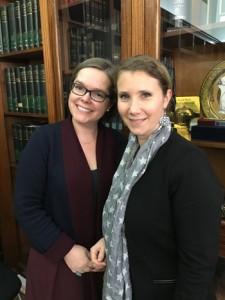 Kathia Martin Chenut (à gauche sur la photo) et Ombeline Mahuzier (à droite) à la sortie de la réunion de délibération du Prix Vendôme 2018 au ministère de la Justice, place Vendôme. © Laetitia Louis-Hommani